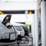 Recharge d'un véhicule électrique dans une station de recharge
